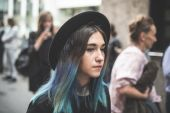 Eccentric and fashionable people during Milan fashion week 2014 — Stock fotografie