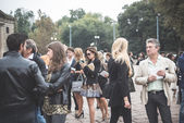 Eccentric and fashionable people during Milan fashion week 2014 — Foto Stock