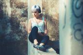 Hipster kvinna med hörlurar musik — Stockfoto