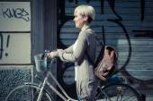 Beautiful young blonde short hair hipster woman with bike — Stockfoto