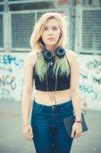 Beautiful young blonde hair woman hipster listening music — Foto de Stock