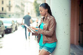 Beautiful african young woman using tablet — Stok fotoğraf