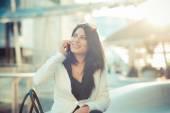Mulher de negócios elegante lindo cabelo preto longo — Fotografia Stock