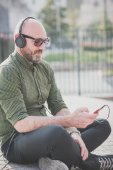 Handsome middle aged man listening music — Stock Photo