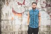 Bearded hipster man posing in the city — Stock Photo