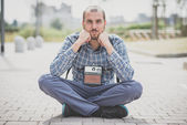 Hipster man with vintage camera — Stock Photo