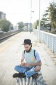 Hipster man using smartphone in town — Foto de Stock