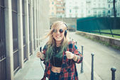 Beautiful young blonde hair woman hipster listening music — Stock Photo