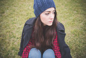 Carefree woman in hat outdoors — ストック写真