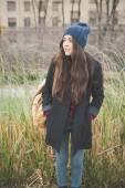 Piękna dziewczyna w mieście zimą — Zdjęcie stockowe