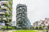 Bosco verticale buildings in Milan — Stock Photo
