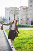 Blonde hipster woman in city — Stock Photo