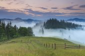 Beautiful misty dawn in the mountains. Carpathian Mountains. Ukr — Stock Photo