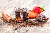 Ripe strawberries and dark chocolate, spices. — Foto Stock
