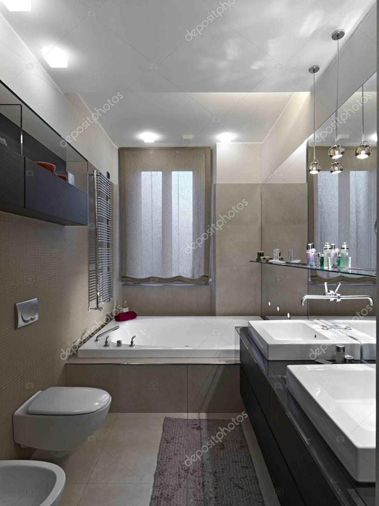 Bagno moderno — Foto Stock © aaphotograph #68063047