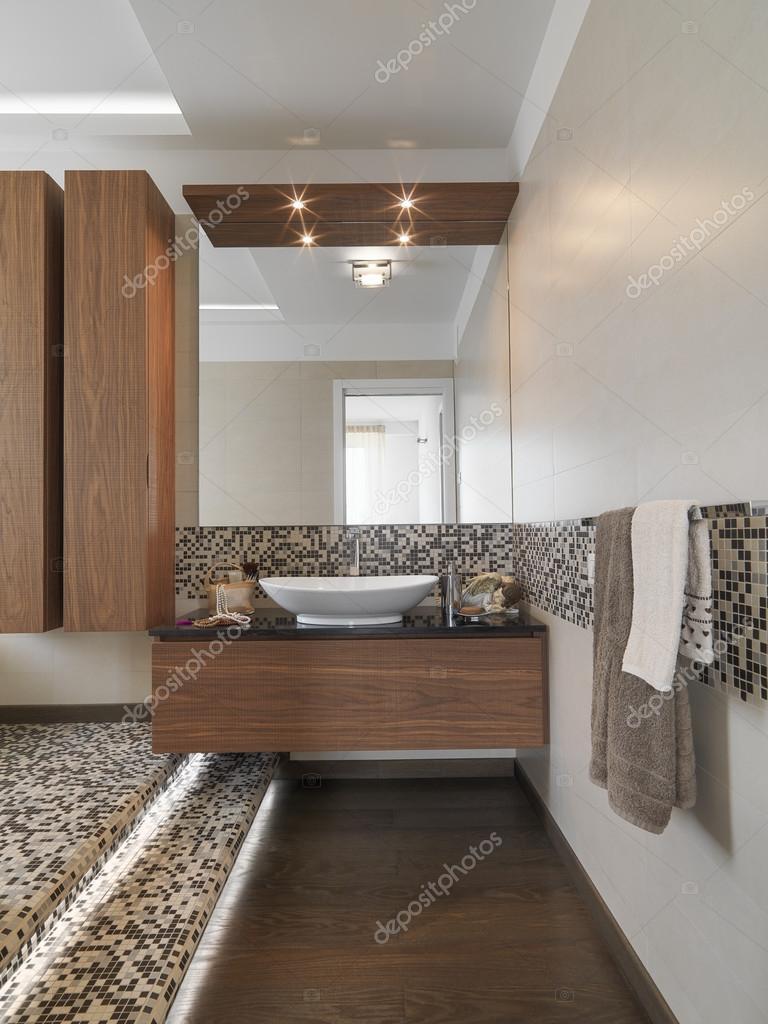 Interiör bild av ett modernt badrum — Stockfotografi ...