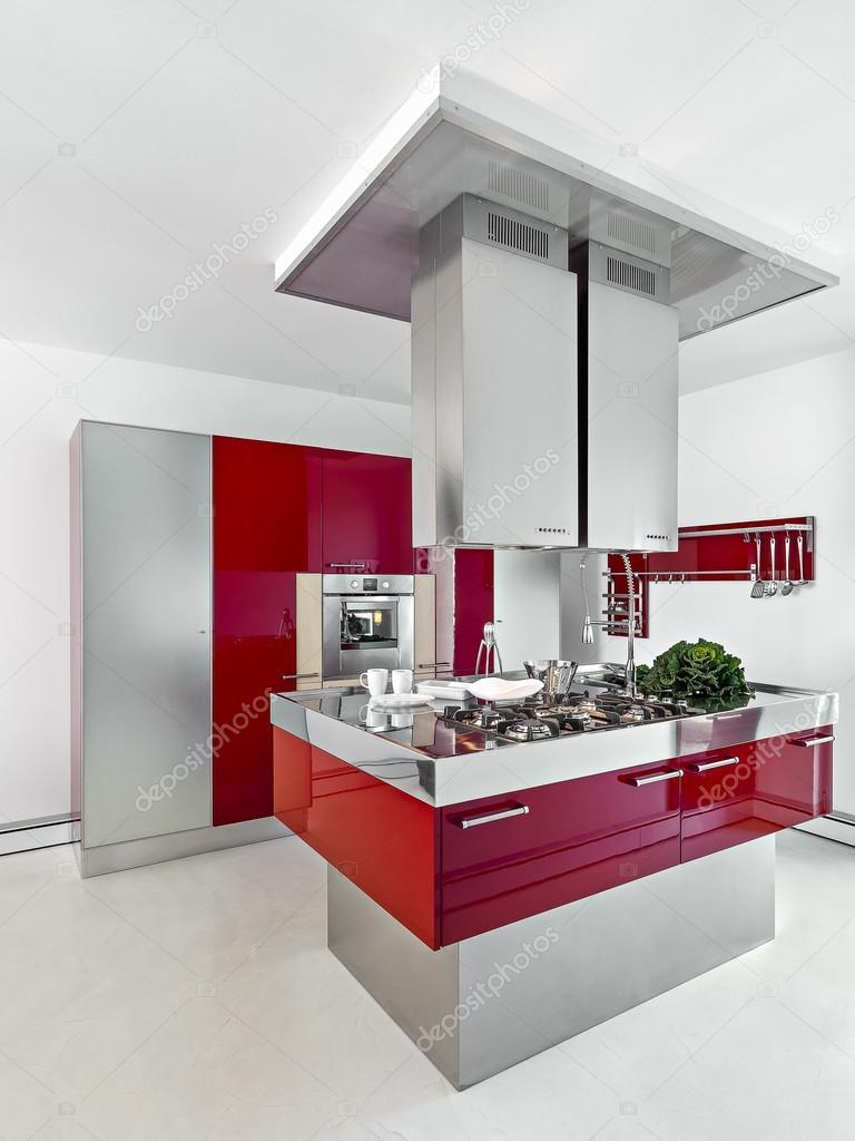 Kök med rött kakel golv — stockfotografi © lmphot #8669679
