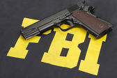 M1911 handgun with ammo — Stock Photo