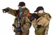 Insurgents with AK 47 and machine gun — Stock Photo