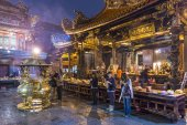Longshan Temple in Taipei — Stock Photo