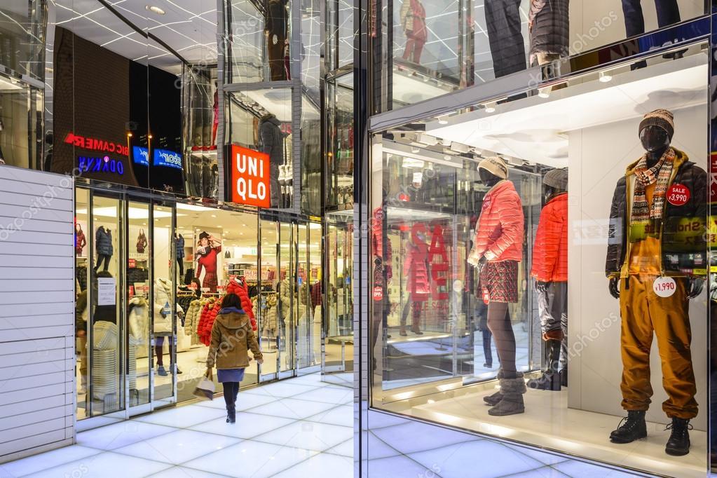 UNIQLO Clothing Store – Stock Editorial Photo © sepavone #57394117