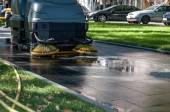 Process of cleaning walkways — Stockfoto