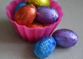 Easter eggs in cupcake  containers — Стоковое фото