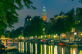 Night city view of Amsterdam canal and Westerkerk church — Stock Photo