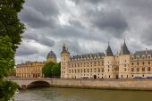 River Seine and the Conciergerie in Paris, France — Stock Photo