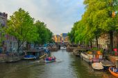 Amsterdam canal with the boat rowers in the evening light, Holla — Stock Photo
