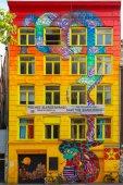 Urban graffiti on the street Spui in Amsterdam — Stock Photo