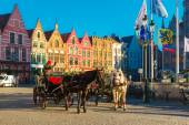 Horse carriage waiting tourists on Grote Markt square of Brugge — Stock Photo