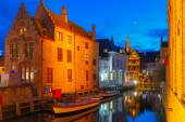 Cityscape with the picturesque night canal Dijver in Bruges — Stock Photo