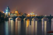 Charles Bridge at night in Prague, Czech Republic — Stock Photo