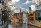 Belfort and the Green canal in Bruges, Belgium — Foto de Stock