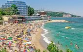 A crowded beach in Bulgaria — Stock Photo
