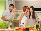 Man eavesdropping to women's conversation — Stock Photo