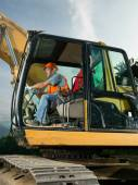 Male worker operating excavator — Foto Stock