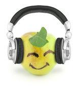 ヘッドフォンで幸せなりんご — ストック写真