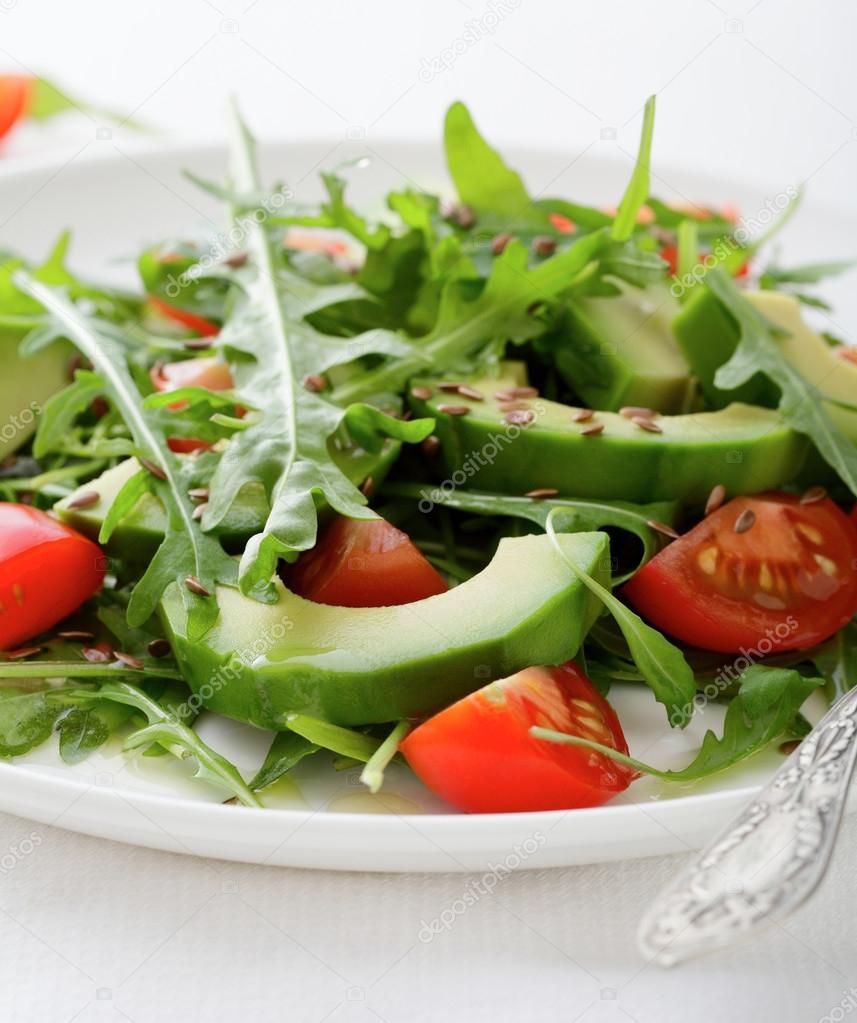 Салат руккола черри креветки и авокадо