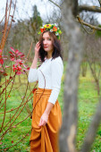 Brunette girl with flower wreath in the colorful autumn park — Stock Photo