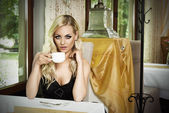 Vintage woman drinking coffee — Stock Photo
