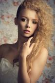 Curly fashion woman  — Stock Photo