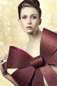 Woman adorned with bow  — Stock Photo