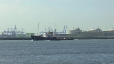 Cargo ship in the port — Stock Video