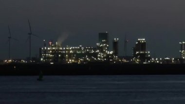 Lights in evening on chemical industry — Stock Video