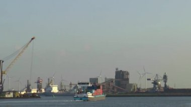 Cargo ships in the port — Stock Video