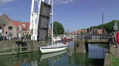 Yacht sails through the Drawbridge — Stock Video