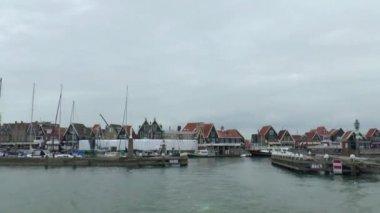 Leaving Volendam via the harbor — Stock Video