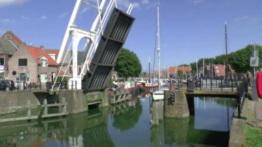 Drawbridge opens for a sailing yacht — Stock Video